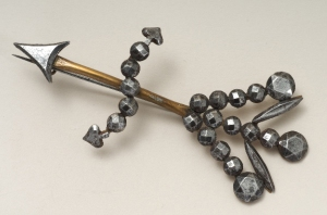 An arrow shaped steel brooch, 1875 - 1895, SJ31